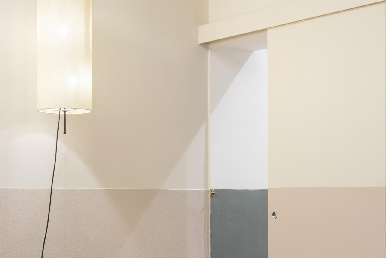 foto di parete bicolore realizzata da Bludiprussia in collaborazione con Studio Tamat usata per rappresentare la sezione Colore per i tuoi Clienti di Bludiprussia