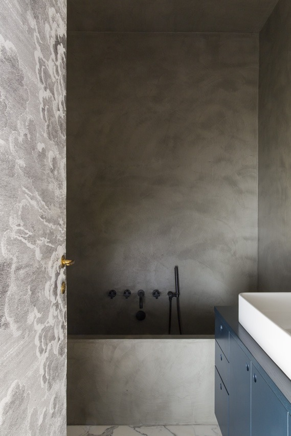 Bludiprussia e Studio Strato per Kigali House interior design bagno