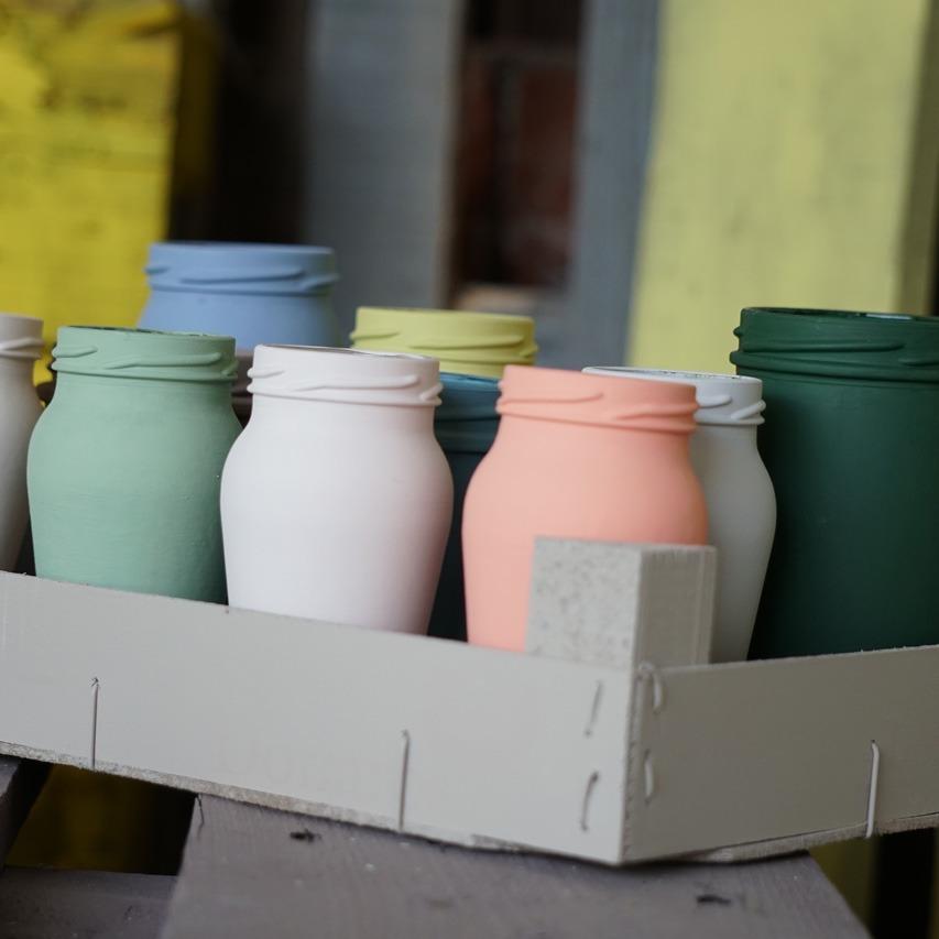 Foto di barattoli decorati con prodotti del brand Fleur