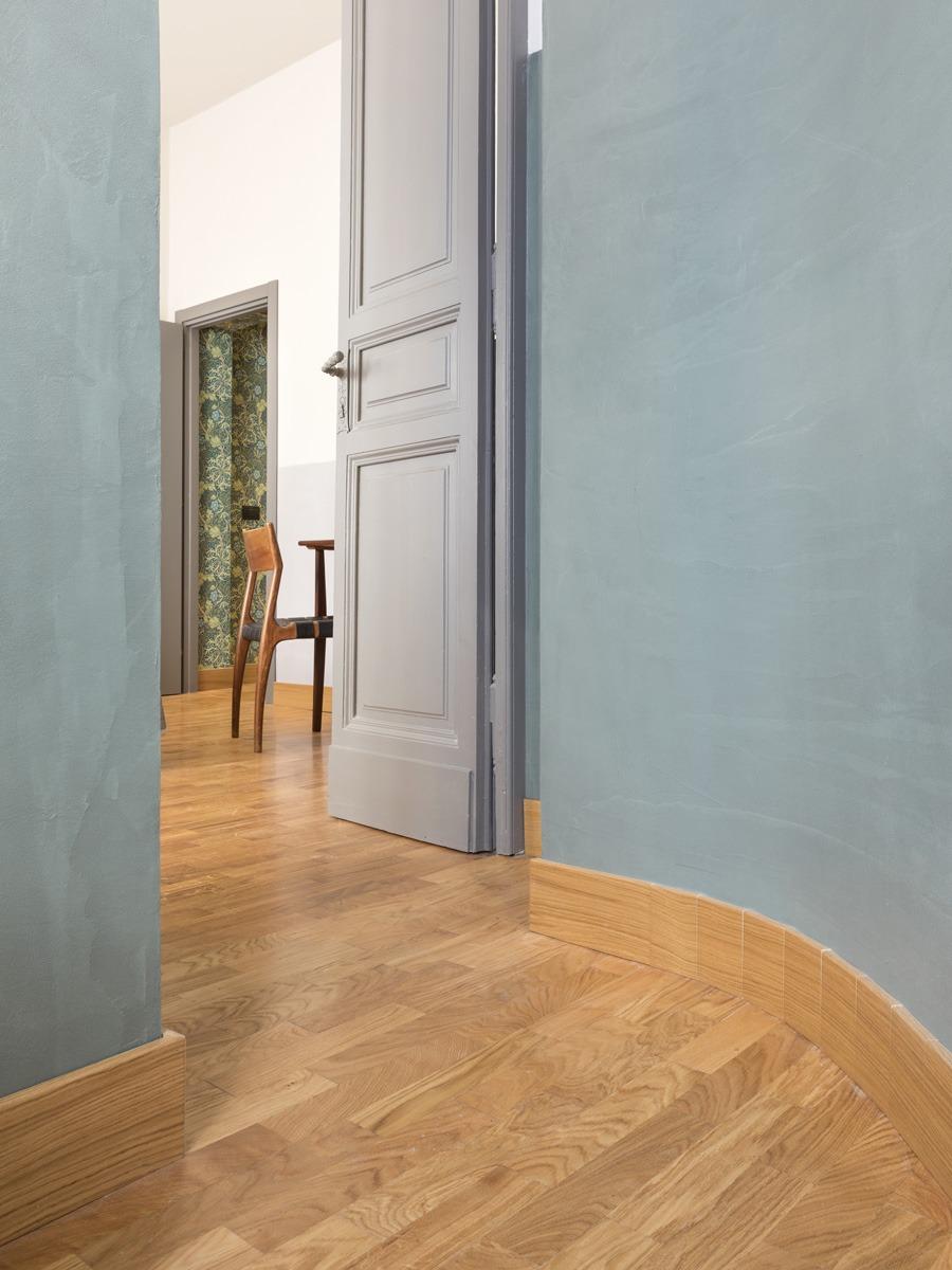 Collaborazione progetto di interni per Frattina 34 con studio Tamat. In foto dettaglio ingresso sala con parete curva