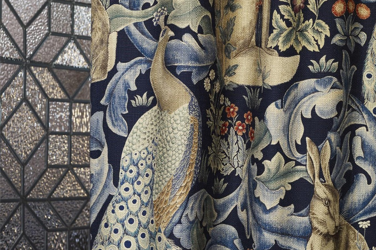 william morris tessuti classici floreali poltrone tende cuscini arredamento roma italia bludiprussia blu di prussia stile inglese